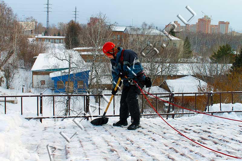 Сколько стоит убрать крышу от снега