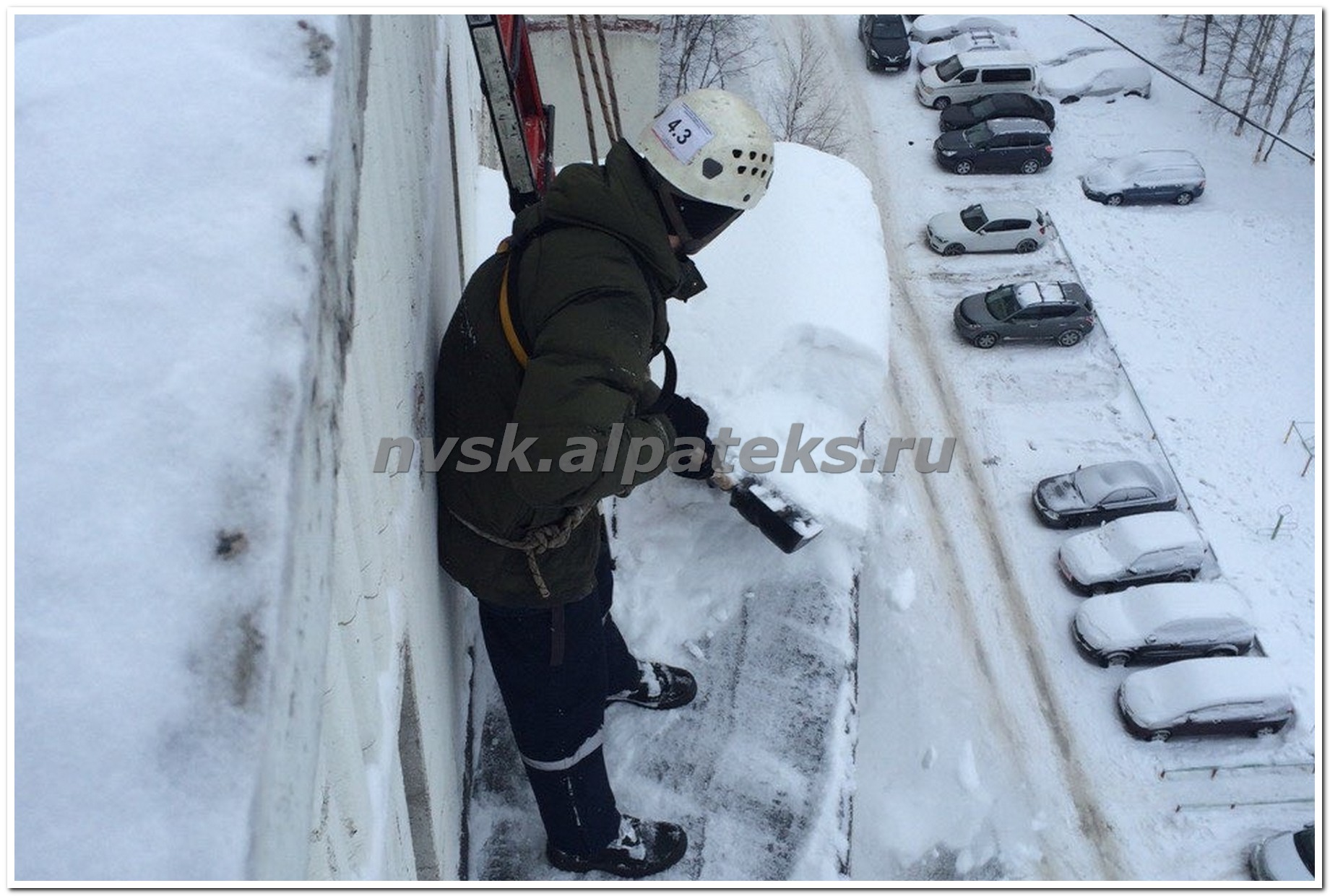 Уборка снега с крыши спб цена